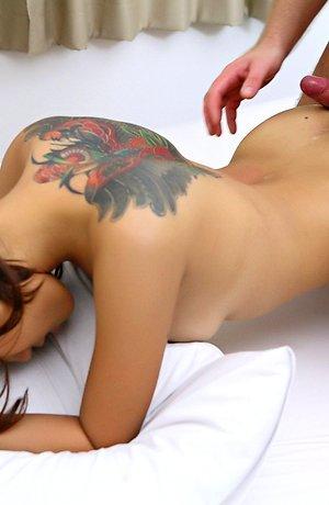 beautiful,bedroom,interracial,nude,pussy licking,tattoo,winny sung,