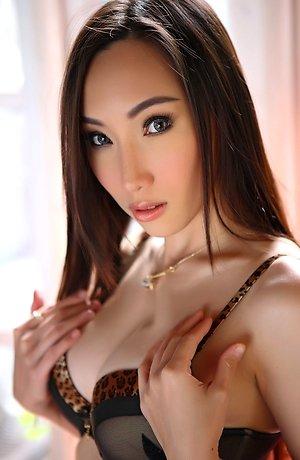 baifern,beautiful,big tits,bra,lingerie,long legs,nude,solo girl,