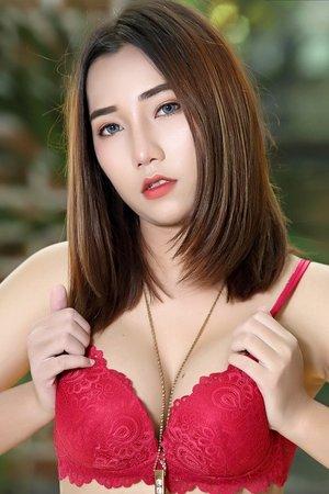 big tits,bra,hot,red lingerie,roxana,solo girl,
