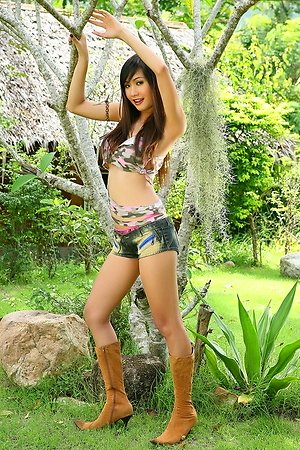 alexa kee,beautiful,outdoor,solo girl,teen,