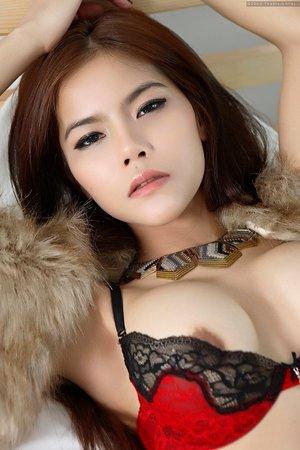 beautiful,big tits,dildo,hairy pussy,long hair,veevie,